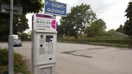 Ska även personalen i kommunhuset betala sin parkering?