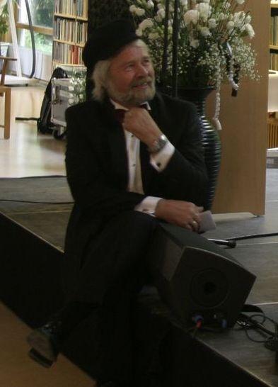 Sune Löfgren väntar med att pensionera sig.